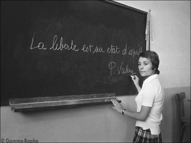 Dans quel film, Danièle, incarnée par Annie Girardot-, tombe-t-elle amoureuse d'un élève de sa classe ?