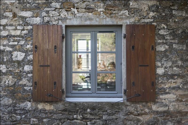 """""""Fenêtre sur cour"""" est un film interprété par Grace Kelly."""