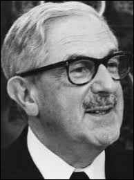 """Dans """"Nous sommes tous des assassins"""" d'André Cayatte, il était l'avocat de Bauchet; il a joué dans """"Le Président"""" et dans """"Les Demoiselles de Rochefort"""" : c'est ..."""