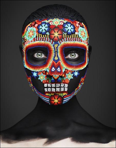"""Quel auteur a écrit """"Le Masque de la mort rouge"""", connu pour ses histoires extraordinaires ?"""