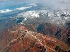 Où situez-vous la plus longue chaîne de montagnes de la planète ?