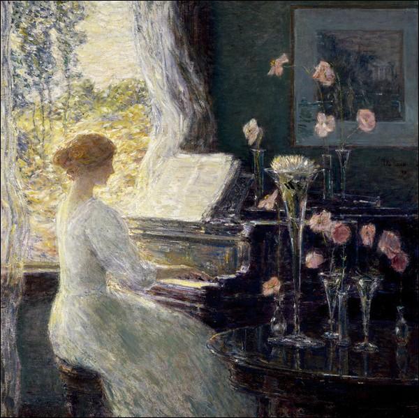 Toujours le chignon au goût du jour pour cette pianiste jouant une sonate. Qui en est l'artiste ?
