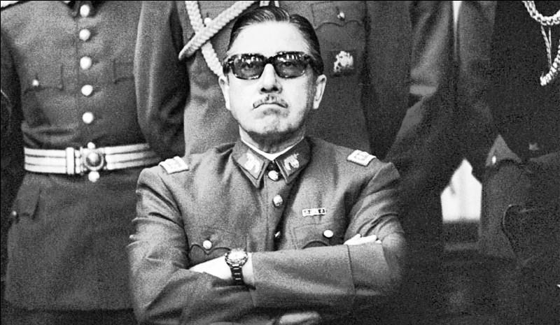 Ce général chilien était à la tête du coup d'État militaire du 11 septembre 1973 qui a renversé le gouvernement du président Salvador Allende : il se prénomme ...