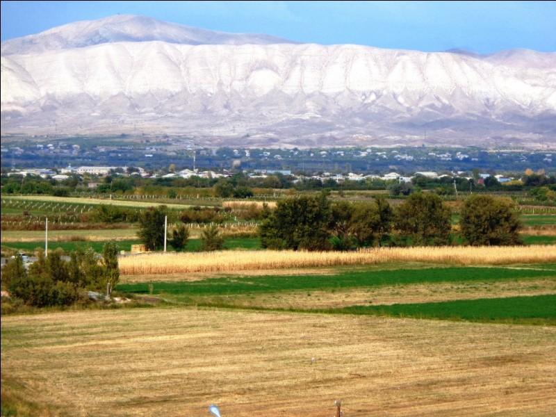 """Dans sa langue nationale, quel pays se nomme """"Hayastan"""", du nom de son fondateur légendaire au huitième siècle avant J.-C., un certain Hayk ?"""
