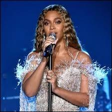 """Avec quelle chanteuse Beyoncé partage-t-elle un duo sur la chanson """"Beautiful Liar"""" en 2007 ?"""