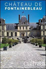 Le château de Fontainebleau se trouve dans les Hauts-de-France.