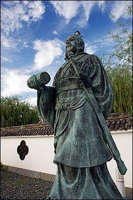 « Le meilleur savoir-faire n'est pas de gagner cent victoires dans cent batailles, mais plutôt de vaincre l'ennemi sans combattre ». Qui a écrit cette phrase pleine de bon sens ?