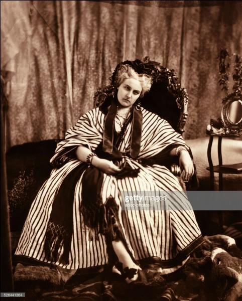 Née en 1837, elle était -parait-il- la plus belle femme de son siècle. Elle fut la maîtresse de Napoléon III.