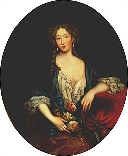 """En parlant d'elle, la Princesse Palatine disait qu'elle était """"belle comme un ange, avec un coeur excellent, mais sotte comme un panier"""" ! Elle parlait de..."""