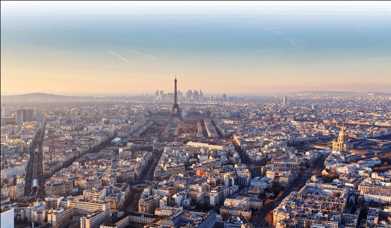 Versailles est à Paris.