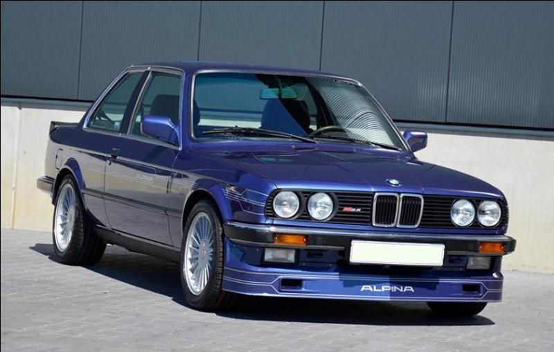 La Bavière participe au succès de l'automobile allemande en ayant engendré de grandes marques comme BMW. Quelle est l'autre grande marque dont le siège est à Ingolstadt en Bavière ?