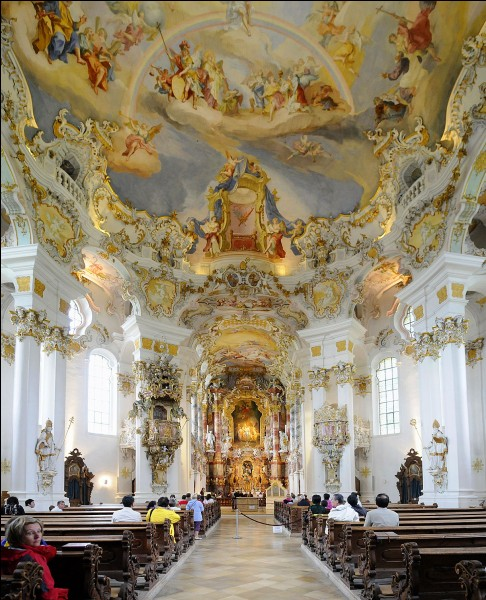La Bavière, terre germanique catholique, regorge d'églises au décor intérieur d'une grande beauté comme l'église de Wies (photo). Mais à quel style appartiennent ces édifices religieux ?
