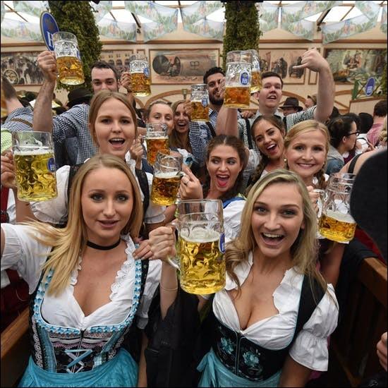 """""""Oktoberfest"""" est la fête de la bière la plus connue d'Allemagne, elle dure 16 jours et a lieu à Munich. Elle se déroule principalement pendant quel mois ?"""