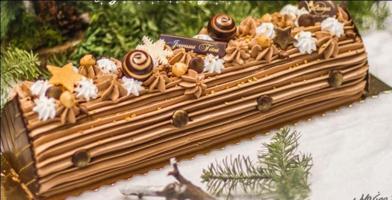 Comment se nomme ce dessert qui peut être mangé sous forme de gâteau ou de glace souvent pour Noël ?
