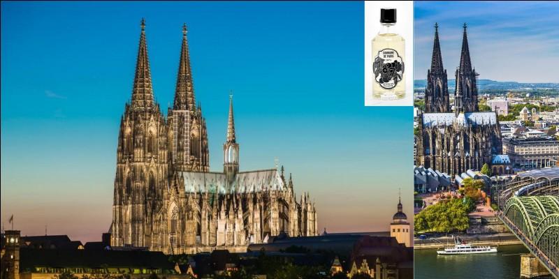 Cette cathédrale a détenu le record de hauteur avec 157 mètres pendant 4 ans ! Est-ce un autre record ? Je ne sais pas, mais il a fallu 632 ans pour la construire ! Par contre, cette cathédrale a assisté et servi de repère pour la destruction presque totale de sa ville !Où sommes-nous ?