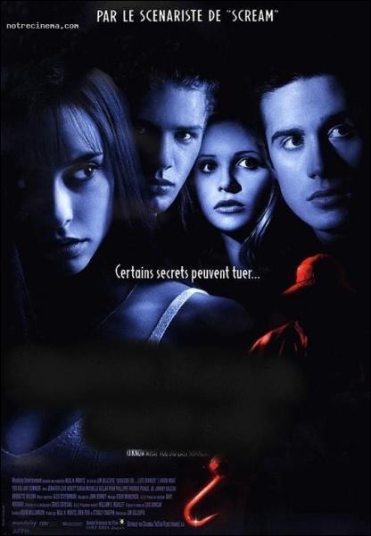 Quel est ce film où le tueur au crochet exécute ses malédictions sur un groupe d' étudiants ?