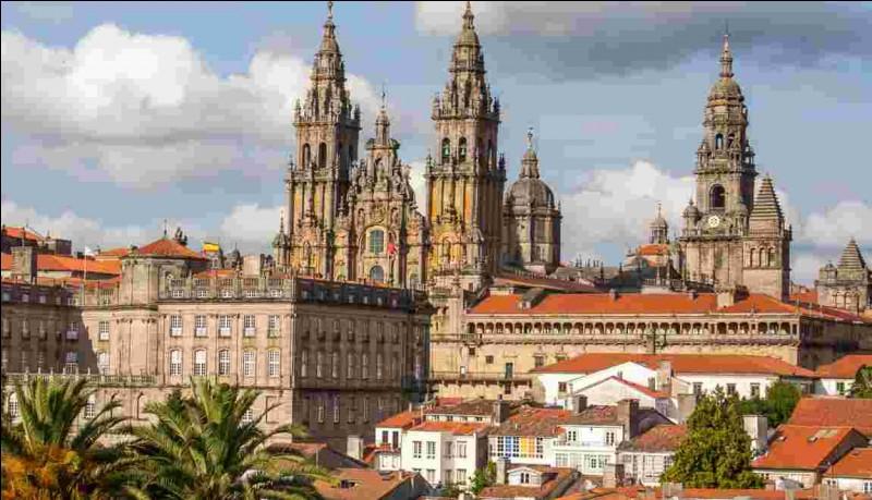 Quelle Communauté autonome espagnole abrite la ville de Saint-Jacques-de-Compostelle, célèbre lieu de pèlerinage ?
