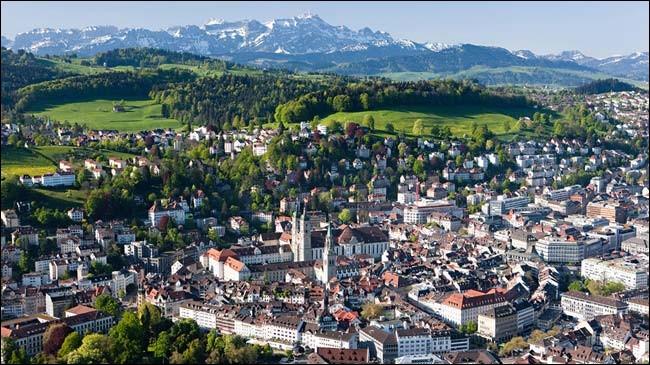 Saint-Gall est à la fois une ville et un canton suisse. Quel lac borde le canton de Saint-Gall ?