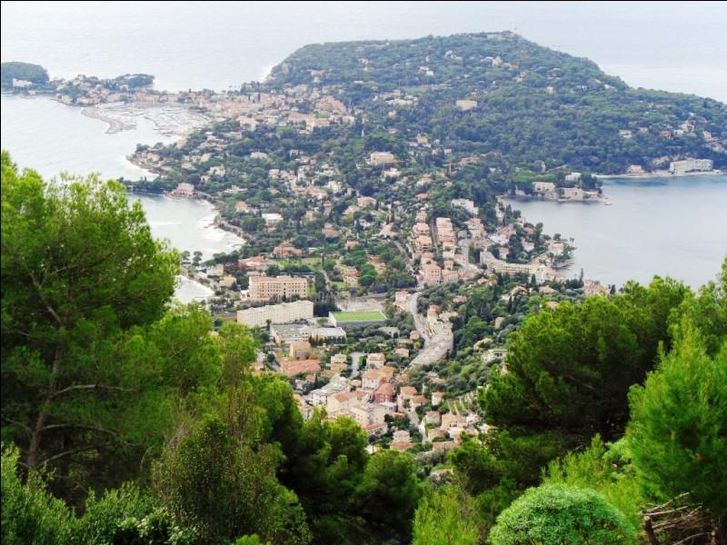 Quelle est cette localité de la Côte d'Azur, située sur une péninsule juste à l'est de Nice ?
