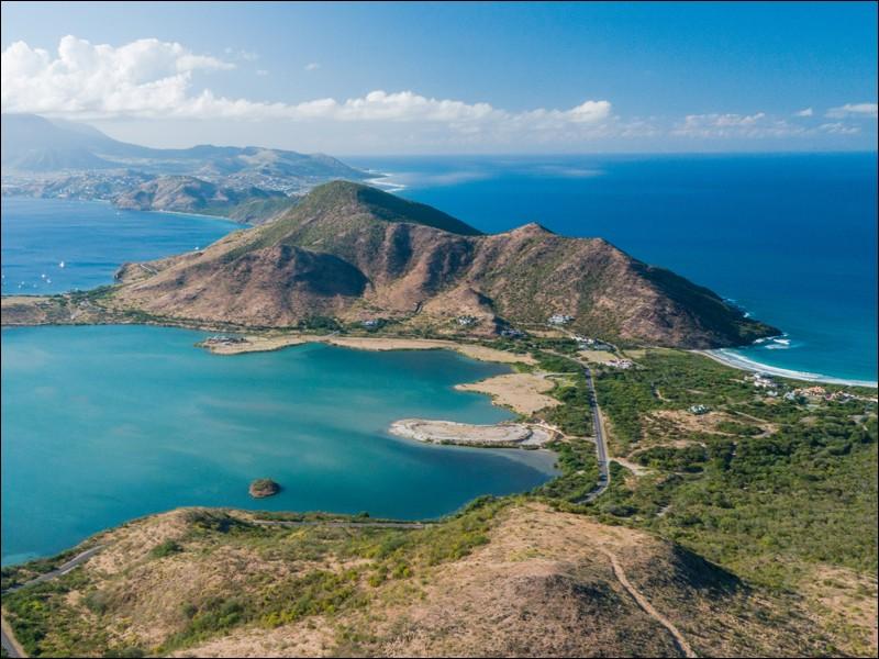 Quelle est la langue officielle de Saint-Christophe-et-Niévès, État insulaire indépendant de la mer des Caraïbes ?