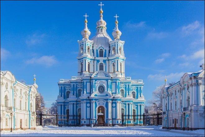 Quel cours d'eau traverse la ville russe de Saint-Pétersbourg ?