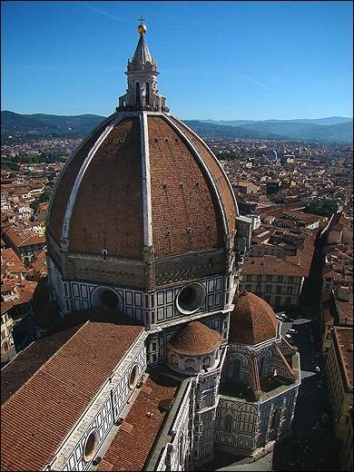 Quel est l'architecte du dôme de la cathédrale de Florence?