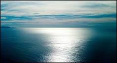 Les océans et les mers constituent le plus grand réservoir d'eau sur la Terre.