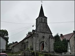 Vous avez sr cette image l'église Saint-Pierre-et-Saint-Paul de La Chaussade. Commune de Nouvelle-Aquitaine, elle se situe dans le département ...