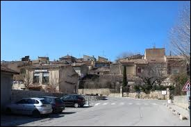 Je vous propose de partir en région P.A.C.A., à La Motte-d'Aigues. Commune du Luberon, elle se situe dans le département ...