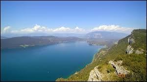 Le lac du Bourget se situe dans le département du Doubs.