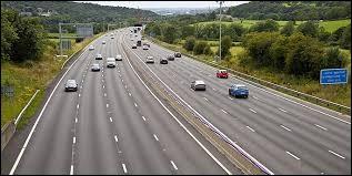 La vitesse maximum sur autoroute est de 120 km/h.