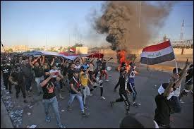Depuis le 1er octobre 2019, des manifestants courageux réclament notamment la chute du gouvernement... À ce jour, on dénombre déjà 250 morts et 800 blessés ! Quel est ce pays ?