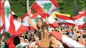 Le peuple libanais manifeste contre le gouvernement qu'il juge incapable de gérer la crise économique qui menace le pays depuis bientôt un an... Quel épiphénomène a mobilisé les foules dans un premier temps ?