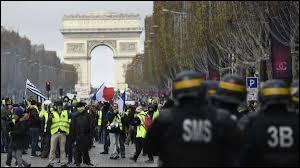Ce 2 novembre était le 51e samedi de mobilisation des gilets jaunes à Paris. Quel est le bilan humain de ces revendications populaires ?