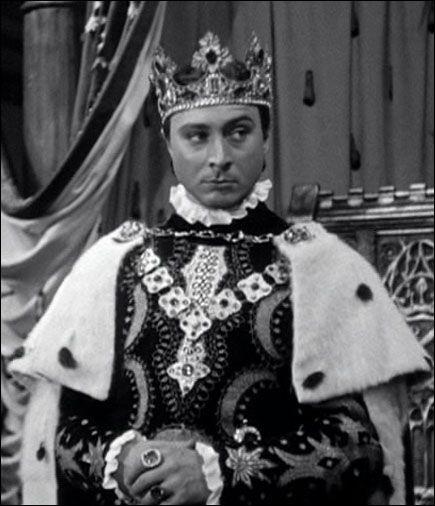 """Quel roi est ici incarné par Gérard Oury dans """"Duguesclin"""" ?"""
