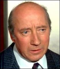 """Né le 13 novembre 1930, sa filmographie est impressionnante, il a joué dans """"La Chèvre"""", qui est ce grand acteur ?"""