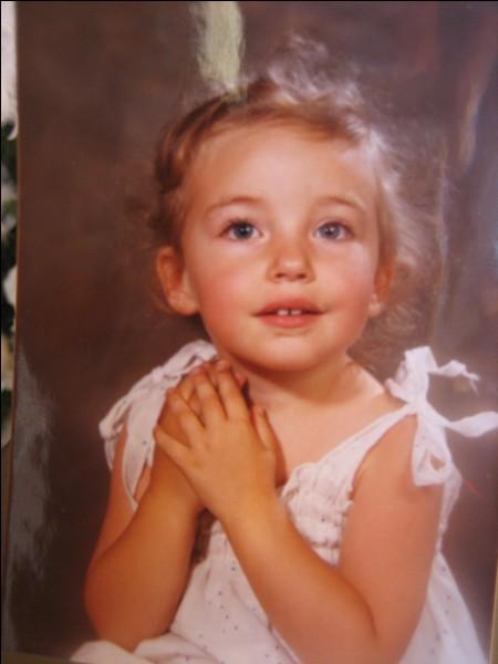 Souvenir personnel, c'est aussi l'anniversaire de celle qui fut cette petite fille née un 13 novembre. De quel signe astrologique est-elle ?