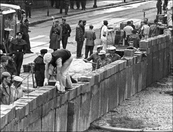 Quand le mur de Berlin est-il édifié ?