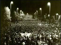 Des manifestations importantes se déroulent en septembre et octobre 1989 : que demandent les manifestants ?