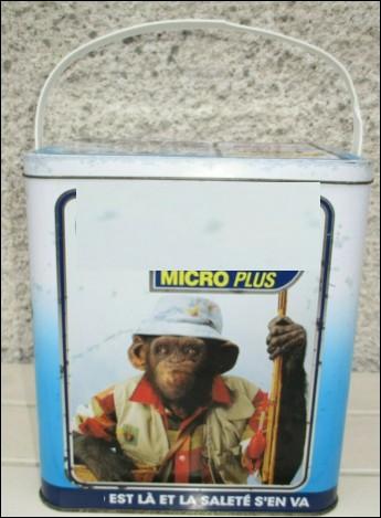 Quelle marque de lessive a utilisé pendant longtemps des singes pour incarner la propreté dans ses publicités ?
