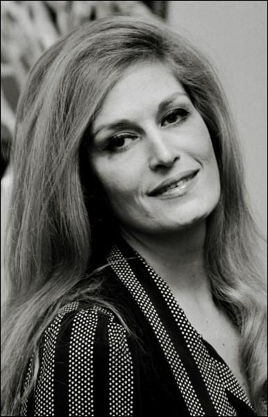 Avec quel acteur Dalida a-t-elle chanté ''Paroles... Paroles...'' ?