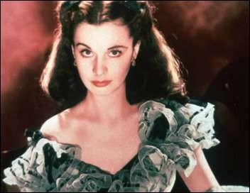 Un livre parle de Scarlett, une jeune femme au bien mauvais caractère qui tente de survivre à la guerre. Quel est ce roman ?