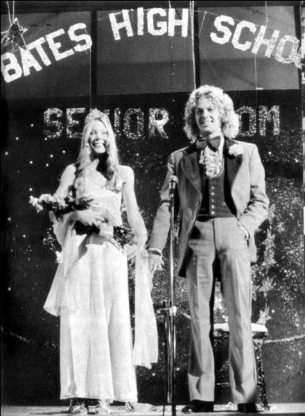 Qui a invité Carrie au bal ?