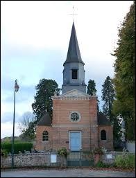Voici l'église Saint-Julien de Bois-Normand-près-Lyre. Commune Euroise, elle se situe dans l'ancienne région ...