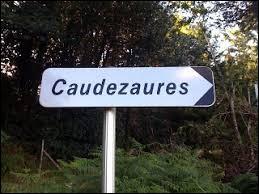 Comme nous l'indique ce panneau, pour aller à Caudezaures, tournez à droite. Hameau Héraultais appartement à la commune de Soulié, il se situe en région ...