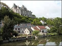 Je vous propose une balade le long du Loir (en bas), à Montigny-le-Gannelon, avec son château (en haut). Commune du Centre-Val-de-Loire, elle se situe dans le département ...