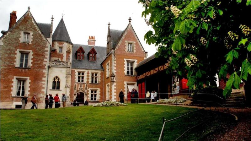 Comme vous le savez peut-être, Léonard de Vinci a vécu une partie de sa vie au château du Clos Lucé. Dans quel département se trouve cette si belle demeure ?