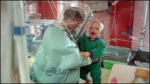 Ce sont des personnes dont les défenses immunitaires sont fortement affaiblies, voire inexistantes.