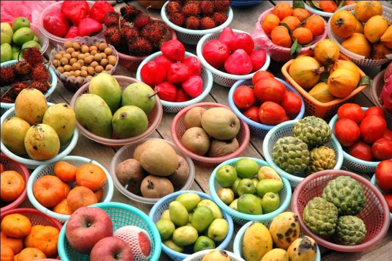 Il y a 10 fruits dans une boîte. 30% d'entre eux ne sont pas des pommes. Combien de pommes y a-t-il dans la boîte ?