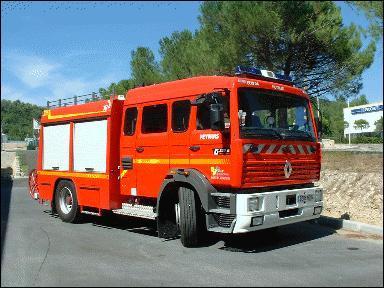 Combien cet engin peut-il accueillir au maximum de sapeurs-pompiers dans sa cabine ?